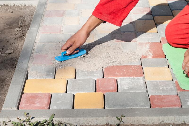 Как и чем затирать швы на тротуарной плитке